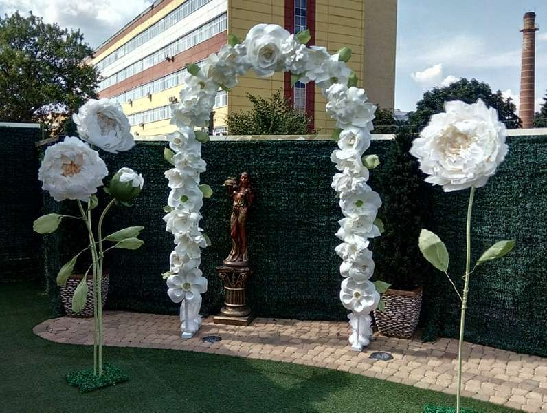 9fa25e8a4b6e8 Свадебная арка, ростовые цветы, большие бусы , цена 300 руб ...