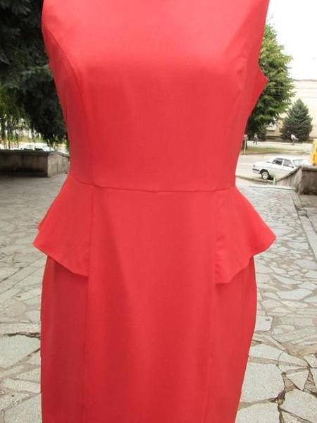 f021050ef84 Купить в Партизанске  Коралловое платье с баской